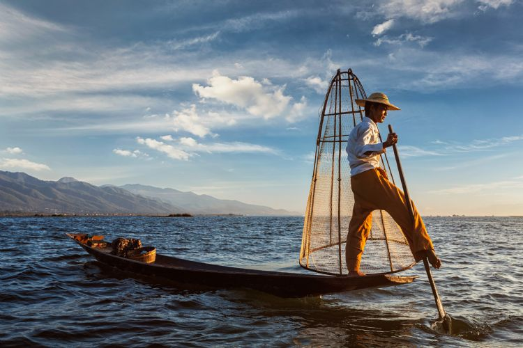 Pêcheur traditionnel sur le lac Inle