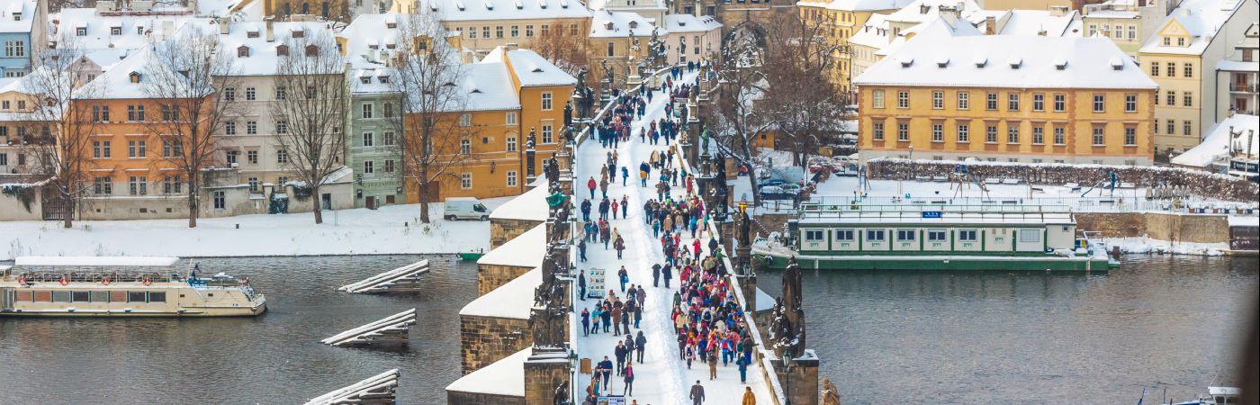 Pont Charles à Prague en hiver