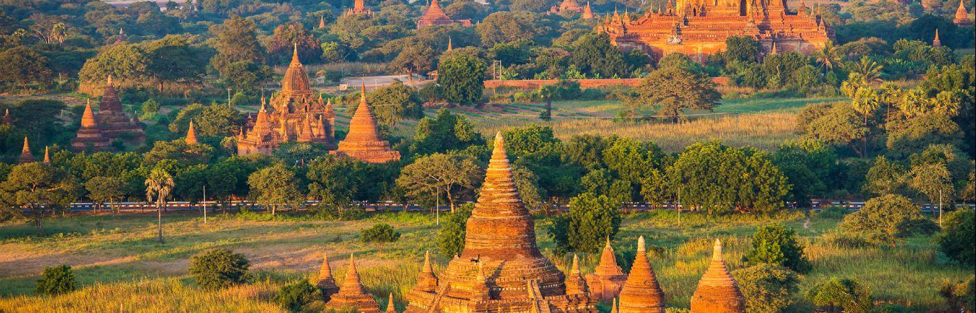 Anciennes pagodes de Bagan