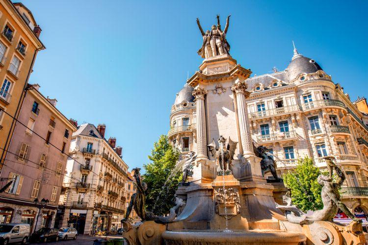 Fontaine des trois ordres à Grenoble
